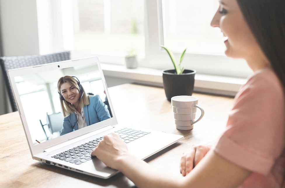 Woman speaking with technician on Zoom